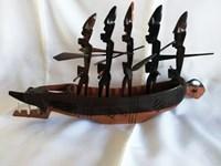 Pirogue sculptée en bois d'ébène brun & noir